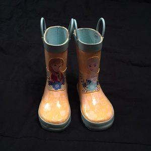 Size 10 frozen rain boots!
